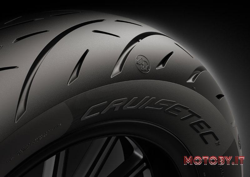 I pneumatici Metzeler Cruisetec™ sono stati scelti come primo equipaggiamento esclusivo della nuova Indian Challenger.