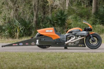 Il drag team Harley-Davidson Screamin' Eagle/Vance&Hines attende per difendere il titolo