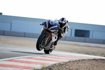 BMW Motorrad Italia è pronta a supportare i piloti che correranno in sella alle S1000RR anche per il 2020