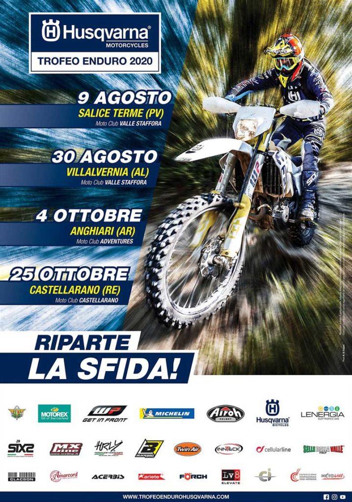 Mancano poche settimane al via del Trofeo Enduro Husqvarna, che parte il 9 agosto a Salice Terme (PV) con una gara organizzata dal Motoclub Valle Staffora. Si preannuncia un weekend ricco di emozioni, in cui i piloti si sfideranno in una gara con quasi 100 km di percorsi tra le colline dell'Oltrepò Pavese.  Finalmente è stato confermato anche il resto del calendario: la seconda tappa si svolgerà il 30 agosto in Piemonte, a Villalvernia (AL). L'organizzazione della gara è affidata ancora al MC Valle Staffora, già al lavoro per tracciare il giro tra i colli e la pianura dello Strivia. La terza prova si correrà il 4 ottobre in Toscana, ad Anghiari (AR), ospitata dal MC Adventures. Il gran finale è previsto invece ai piedi dell'Appennino reggiano, a Castellarano (RE) il 25 ottobre, dove il motoclub omonimo organizzerà la gara conclusiva del Trofeo e ospiterà la cerimonia di premiazione dei campioni 2020.  Sul sito www.trofeoendurohusqvarna.com sono come sempre disponibili tutte le informazioni sulla manifestazione.