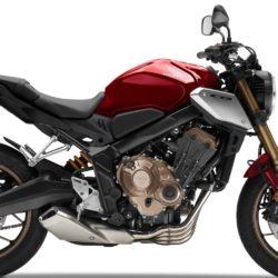 Con la nuova R 18, BMW Motorrad, ha presentato la prima moto di serie del marchio per il segmento delle cruiser nell'aprile 2020. Questo modello si colloca nella tradizione delle motociclette storiche BMW, sia tecnicamente che per quanto riguarda il suo design. Si basa su modelli illustri come la BMW R 5 e riporta l'attenzione sull'essenza della motocicletta: tecnologia purista, senza fronzoli, con il motore boxer che fomenta il piacere di guida. Il Big Boxer della R 18 continua la linea dei tradizionali motori boxer raffreddati ad aria da quando BMW Motorrad ne ha iniziato la produzione nel 1923.