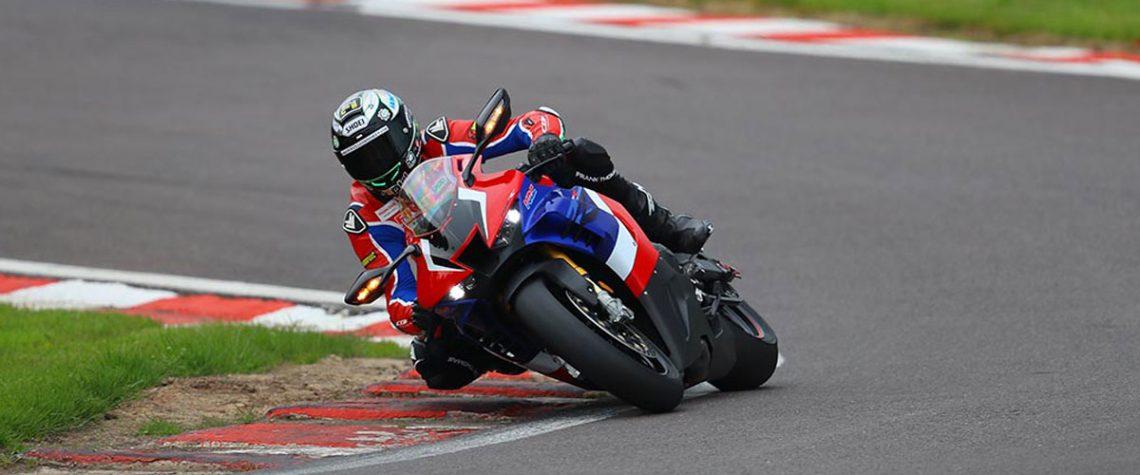 CBR1000RR-R Fireblade SP vs CBR1000RR-R British Superbike